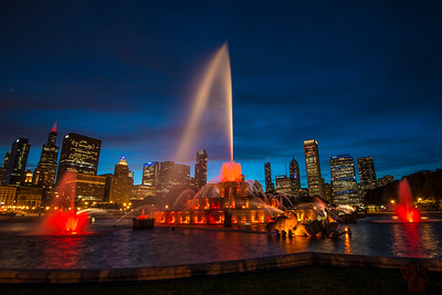 Buckingham Fountain and the beautiful Chicago skyline