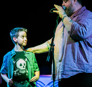 Nick Moss introduces a young fan/keyboard player