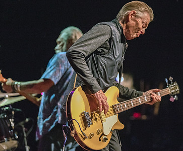 Jorma Kaukonen (l) and Jack Casady | Hot Tuna Electric