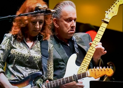 Bonnie Raitt with Jimmie Vaughan |  Eric Clapton's 2019 Crossroads Guitar Fest