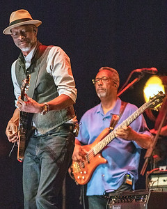 Keb' Mo' with bass player