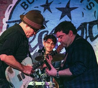 Frank Bang (l), Michael Whalen (c) and guest guitarist (r)