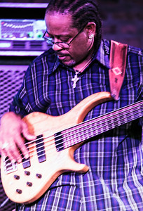 Bass player (Kenny Neal)