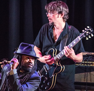Reverend Sekou (front) and Luther Dickinson (North Mississippi Allstars)