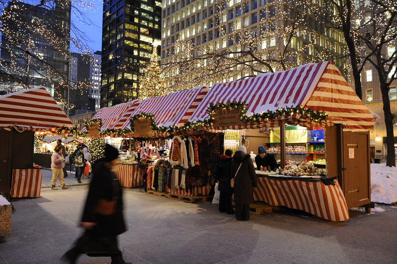 Holiday shoppers in Daley Plaza