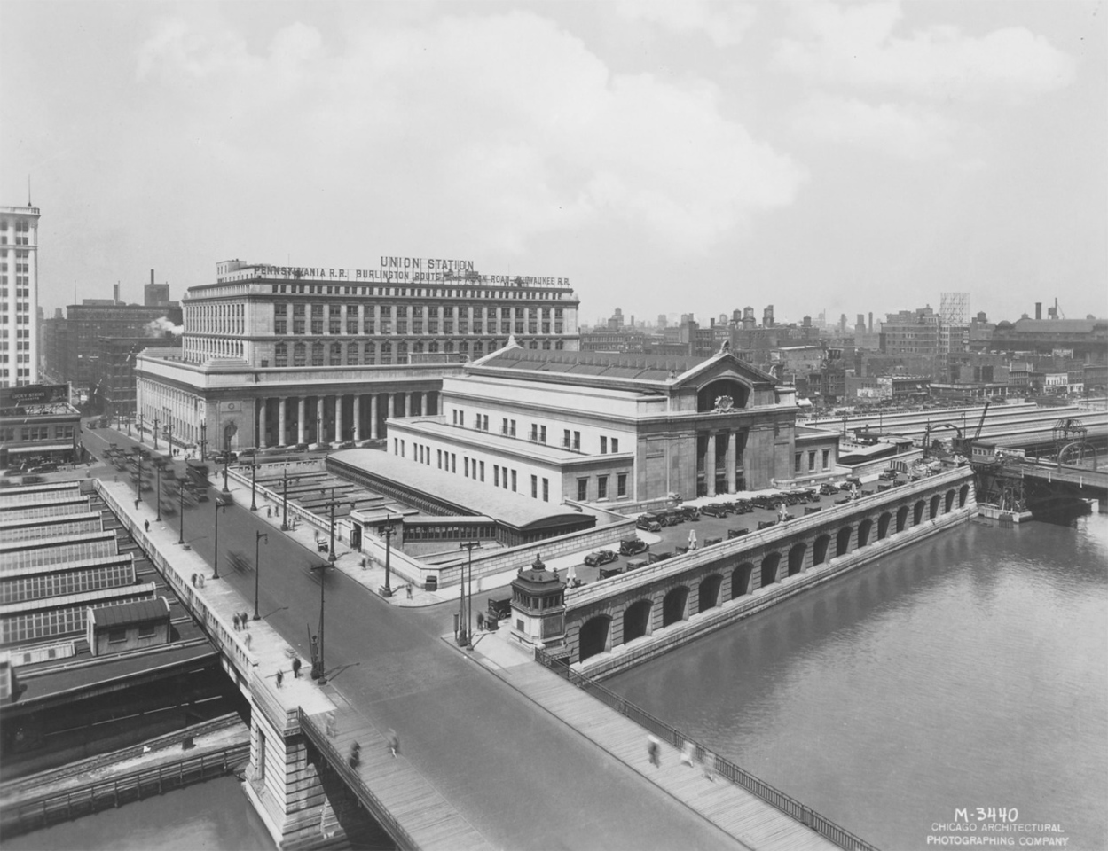 Union Station, 1925.  Photographer: Chicago Architectural Photographing Co. Source: Chicago Historical Society (ICHi-31909)   http://encyclopedia.chicagohistory.org/pages/3201.html