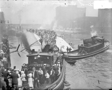 Eastland Disaster Rescue Efforts, 1915  Photographer: Chicago Daily News Source: Chicago Historical Society (DN-0064936)   http://encyclopedia.chicagohistory.org/pages/10443.html