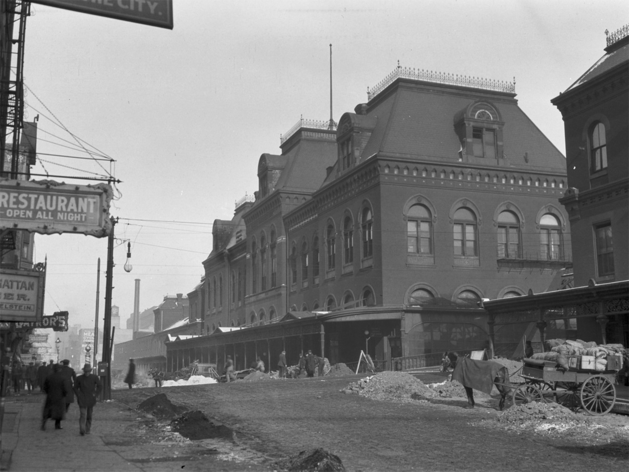 Union Depot railroad station, built in 1881 at Canal and Adams Streets.  Photographer: Charles R. Clark Source: Chicago Historical Society (ICHi-36278)   http://encyclopedia.chicagohistory.org/pages/10580.html