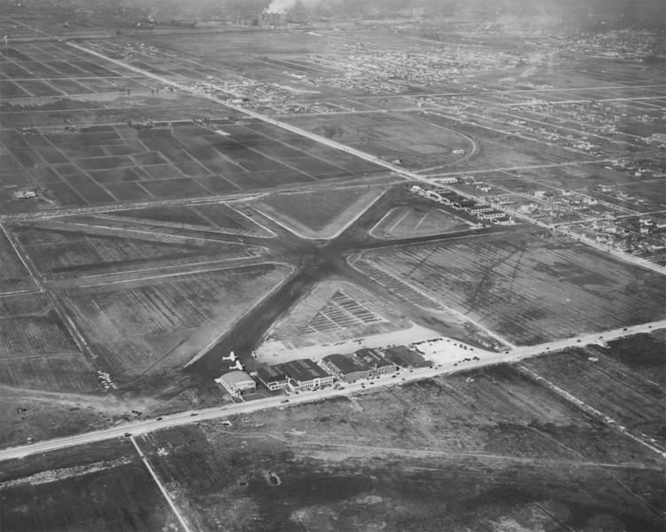 Municipal Airport, 1929. aka Midway  Photographer: Chicago Aerial Survey Co. Source: Chicago Historical Society (ICHi-25924)    http://encyclopedia.chicagohistory.org/pages/3283.html
