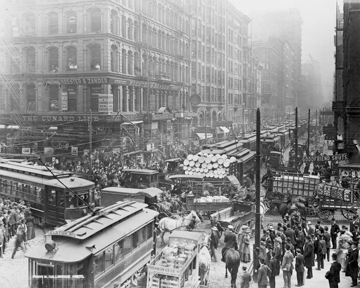 The quintessential vintage Chicago photo.  Traffic on Dearborn and Randolph, c1909.  Photographer: Unknown   http://encyclopedia.chicagohistory.org/pages/3512.html