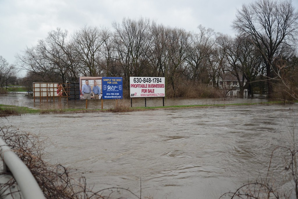 Ogden Ave and River Dr Lisle Il - in the background is Route 53.