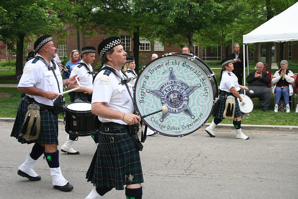 The Bagpipes & Drums of The Emerald Society Chicago Police Department