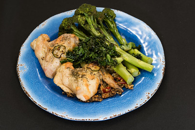 Chicken wings with kale and baby broccoli