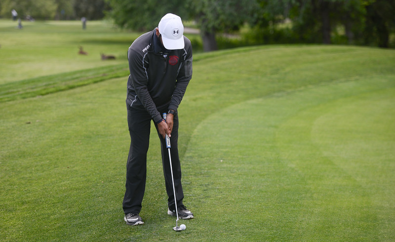 Pleasant Valley High's Ronak Singh golfs, April 12, 2018, in Chico, California. (Carin Dorghalli -- Enterprise-Record)