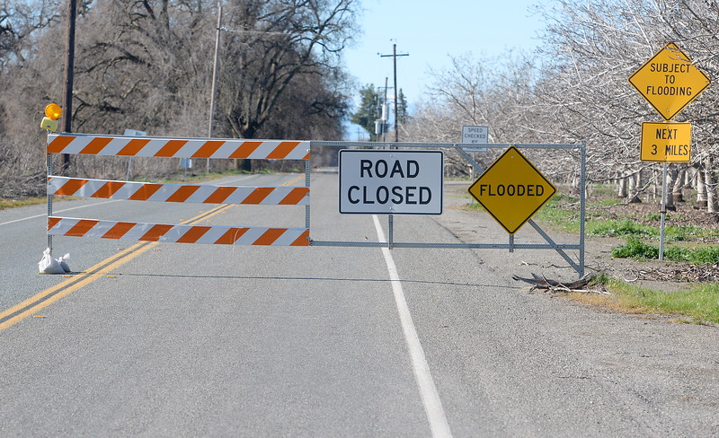 S Road Closed sign is posted along Ord Ferry Road Friday, Jan. 13, 2017. (Bill Husa -- Enterprise-Record)