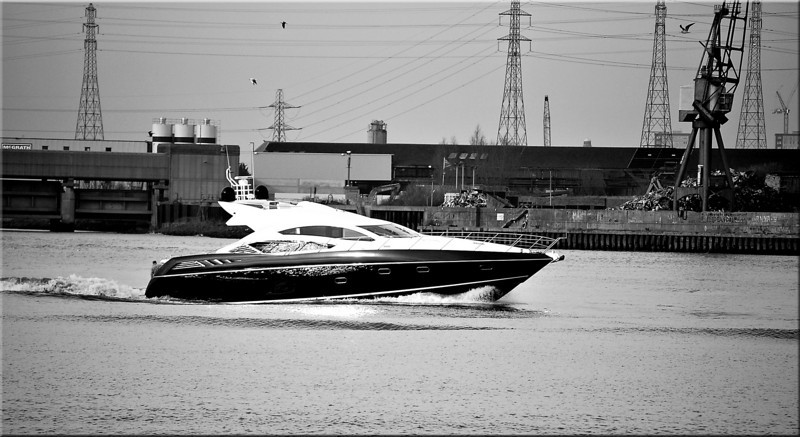 Barking, and boat from boat show