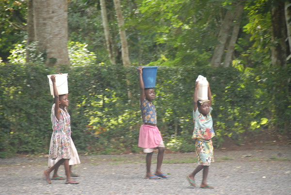 4 Carrying Water, Ghana