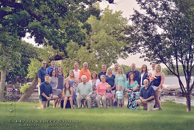 Family Reunion at the Lake - Large Group Photo - Spirit Lake Iowa Photograher
