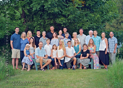 Family Reunion Photos at Okoboji - Large Group - Spirit Lake Iowa Photographer
