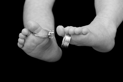 BP006_5227_061308_123716_40DT little toes with rings B&W_