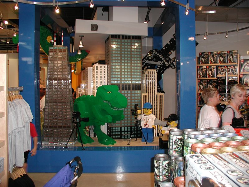 The frightening dinosaur at the Lego™ store