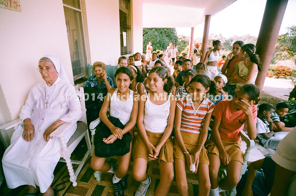 Children students in Cuba with 100 year old Nun 08970007