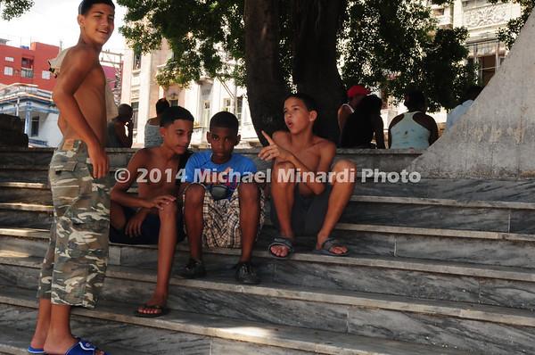 Cuban children on the steps of monument EPV0467