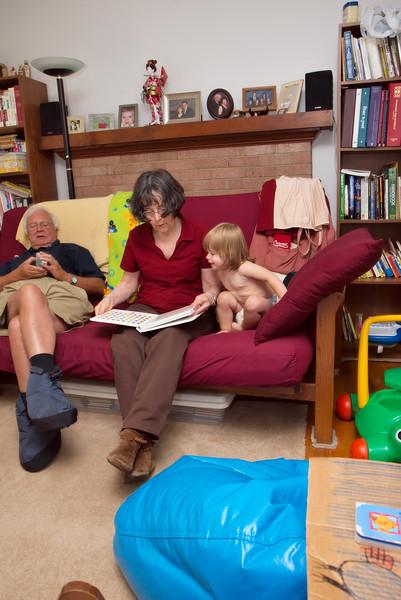 20070628-182651_30D_Carol_Catherine_Pitonyak_Reading