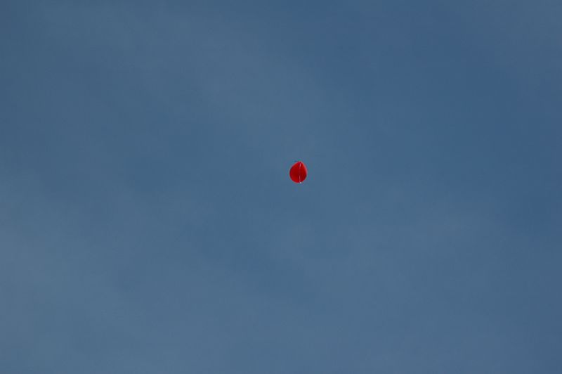 The first balloon escapes to the skies