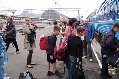 2010-06-02, Ilia and Seryozha leaving for Crimea