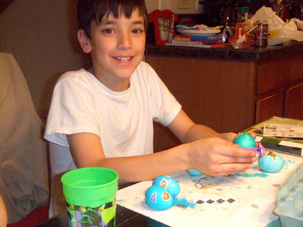 Bailey coloring eggs at the Nixons  - Easter, 12Apr09