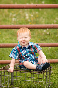 Evan is so full of sweet smiles & looks, & so fun to photograph!