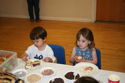 James and Amelia decorating cupcakes