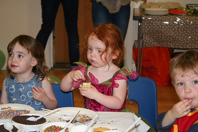 Amelia, Esme and Owen at the cupcake table