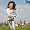 Vliegerfestival in Bergeijk. De dames hebben elk een vlieger gemaakt en lekker gevliegerd. Het had een beetje harder mogen waaien (5 mei 2013).