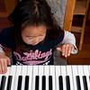 Spelen op het keyboard van mama.