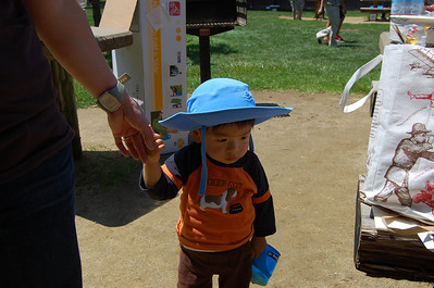 Gabriel with a fabulous sun hat! His mommy came prepared!