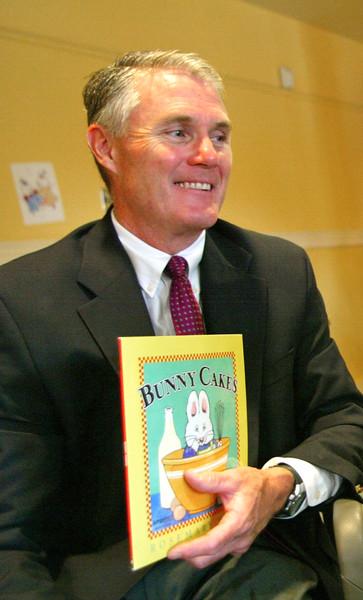 Lowell Mayor Rodney Elliott_jump Start Readers