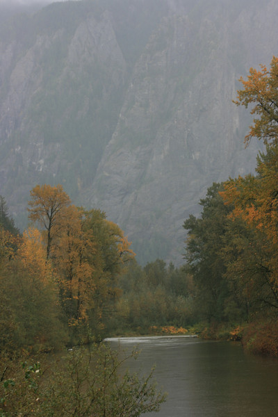 "This is a view of Mount Si from the ""North/Middle"" fork of the Snoqualmie River."
