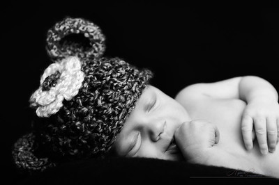 Newborn portraits only happen once.... don't miss out!