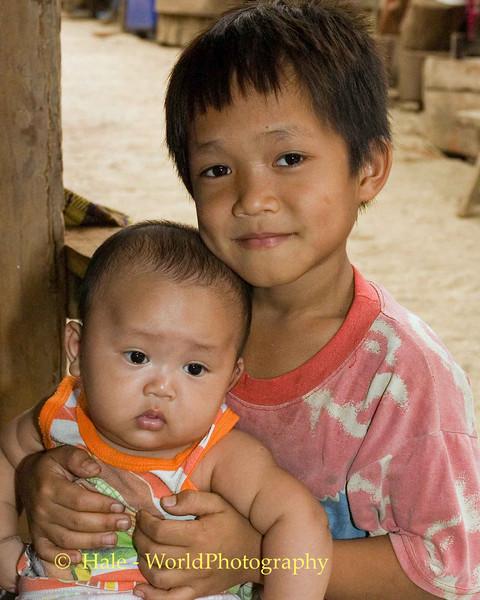 Shan Brothers Outside Maehongson