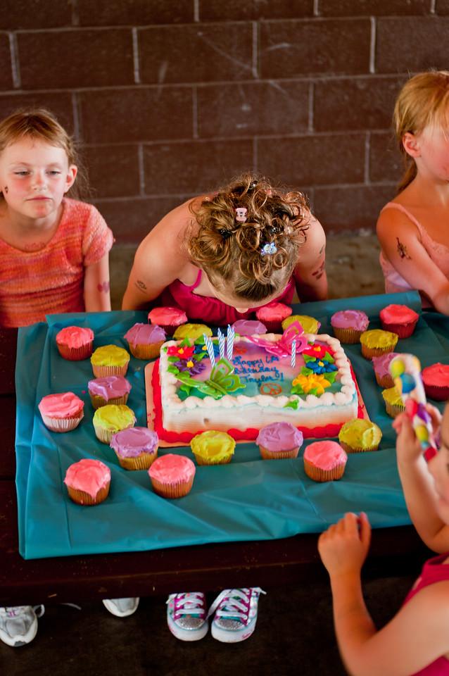 100523-Taylor Birthday-0417