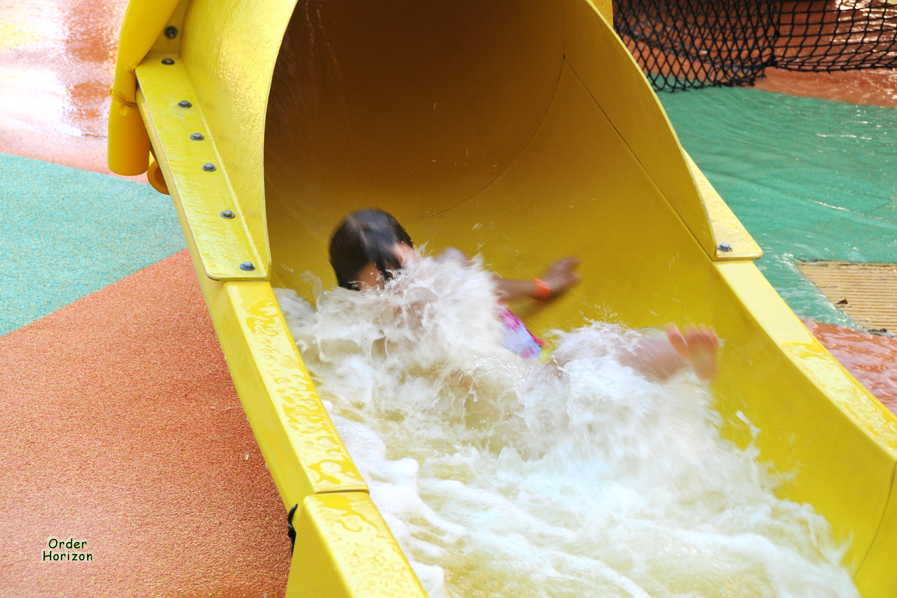 Alice''s first water slide solo