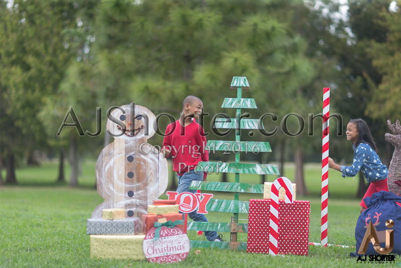 Tori Deuce Christmas_240