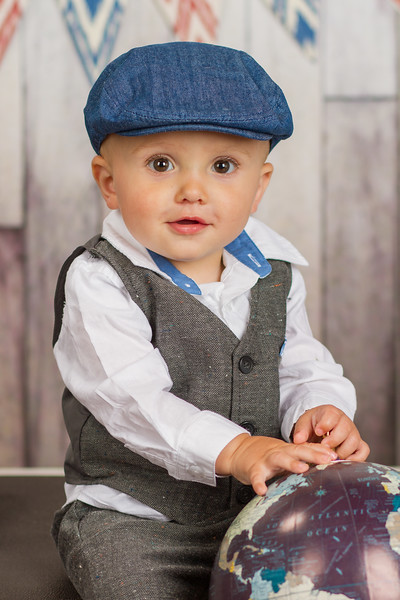 This kid is just too dapper!