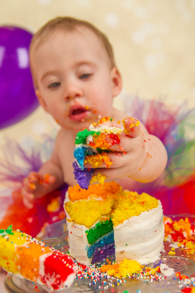 This one is too funny not to share: we had a cake smash today to celebrate Iris's one year birthday (we still remember doing her newborn pics)! She *loved* digging into this cake! More pics coming soon.