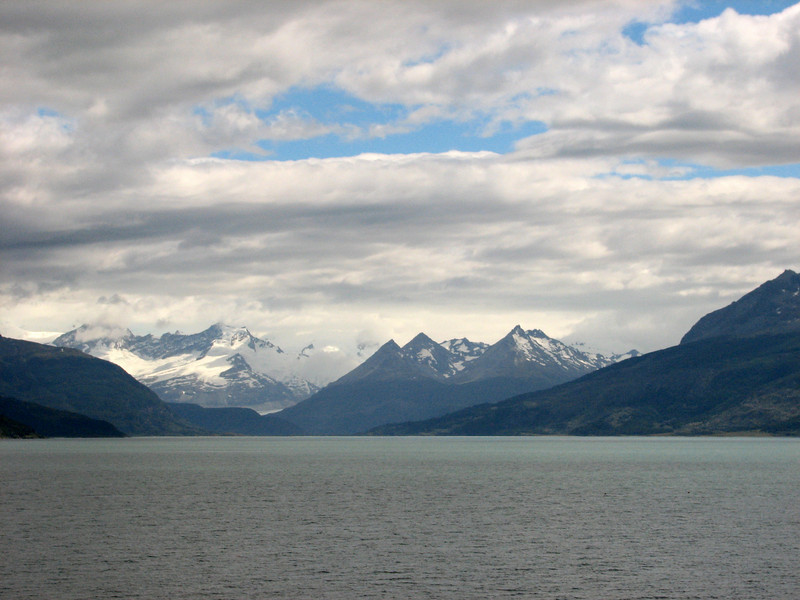 Sailing the Chilean fjords