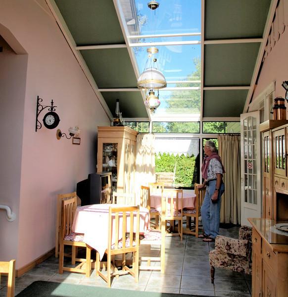 Niebla B&B ~ Sun room where breakfast is served.