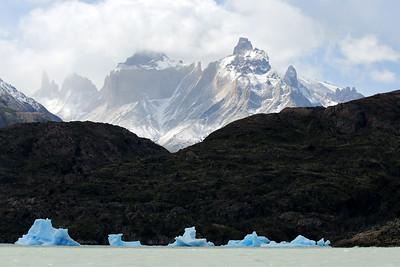 Lago Grey, Cerro Paine Grande and Cuernos Del Paine, Parque Nacional Torres del Paine, Patagonia, Chile