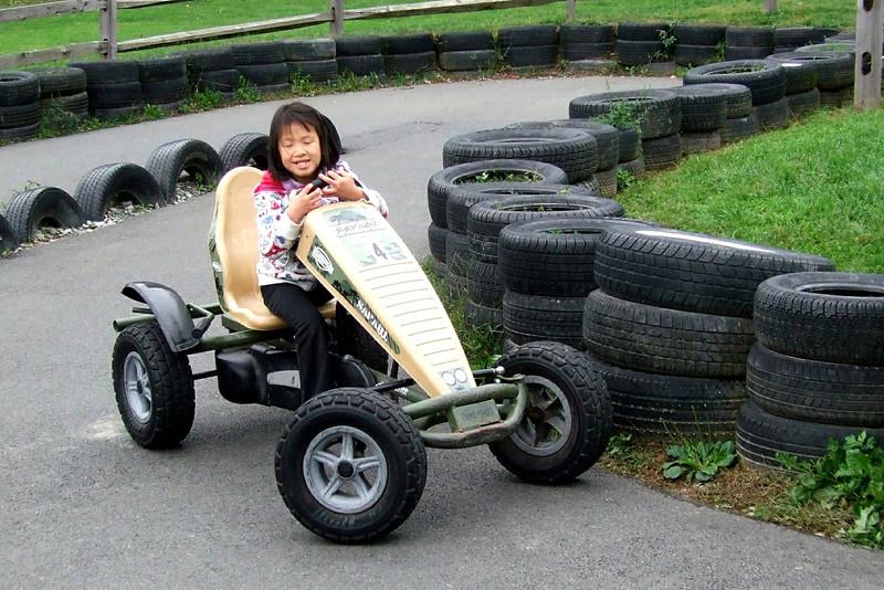 25011 10 02 Yogi Go Carts (6)